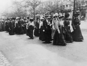"""(Deutsch) Begleitprogramm:""""COURAGE! Gleiche Rechte, gleiche Pflichten! 100 Jahre Frauenwahlrecht in Deutschland"""""""
